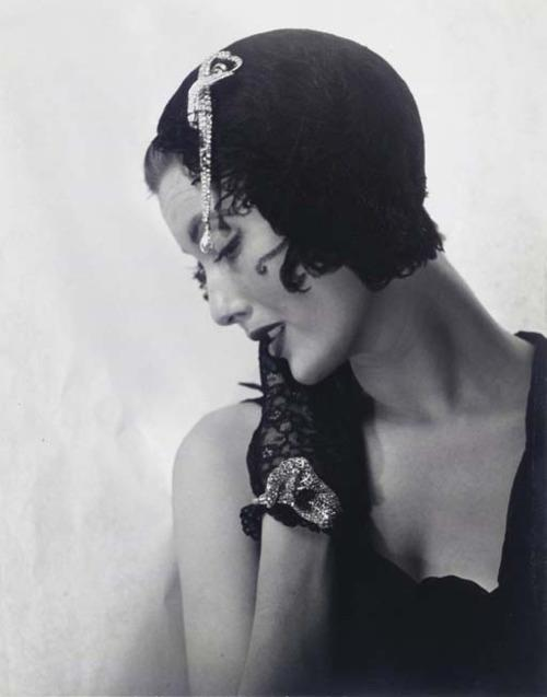 annadoll2001:  Mary Jane Russell in Dior Swan Hat, Paris 1949 - Louise Dahl-Wolfe