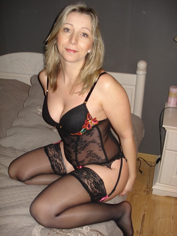 Amateur mature woman lingerie