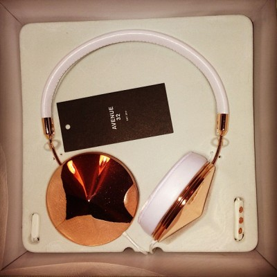 lydiafayejones:   Hello sexy babies! #frends #headphones #luckygirl #21