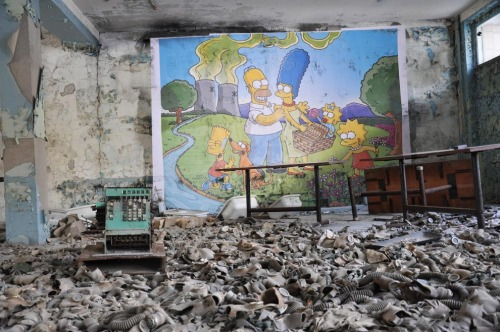 filippocioni:  Tchernobyl. Street art by COMBO #nonuke #streetart #simpsons from http://bit.ly/187HSr7