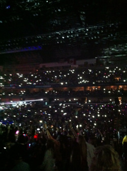 Everyone had their phones up in the air for Carly Rae Jepsen…amazing!!! ;)