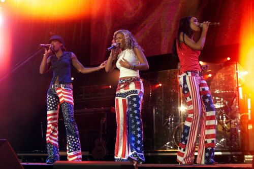 I think it's time we talk about Destiny's Child's terrible coordinated outfits.