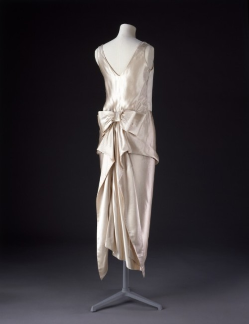 omgthatdress:  dress 1920-1922 The Victoria & Albert Museum