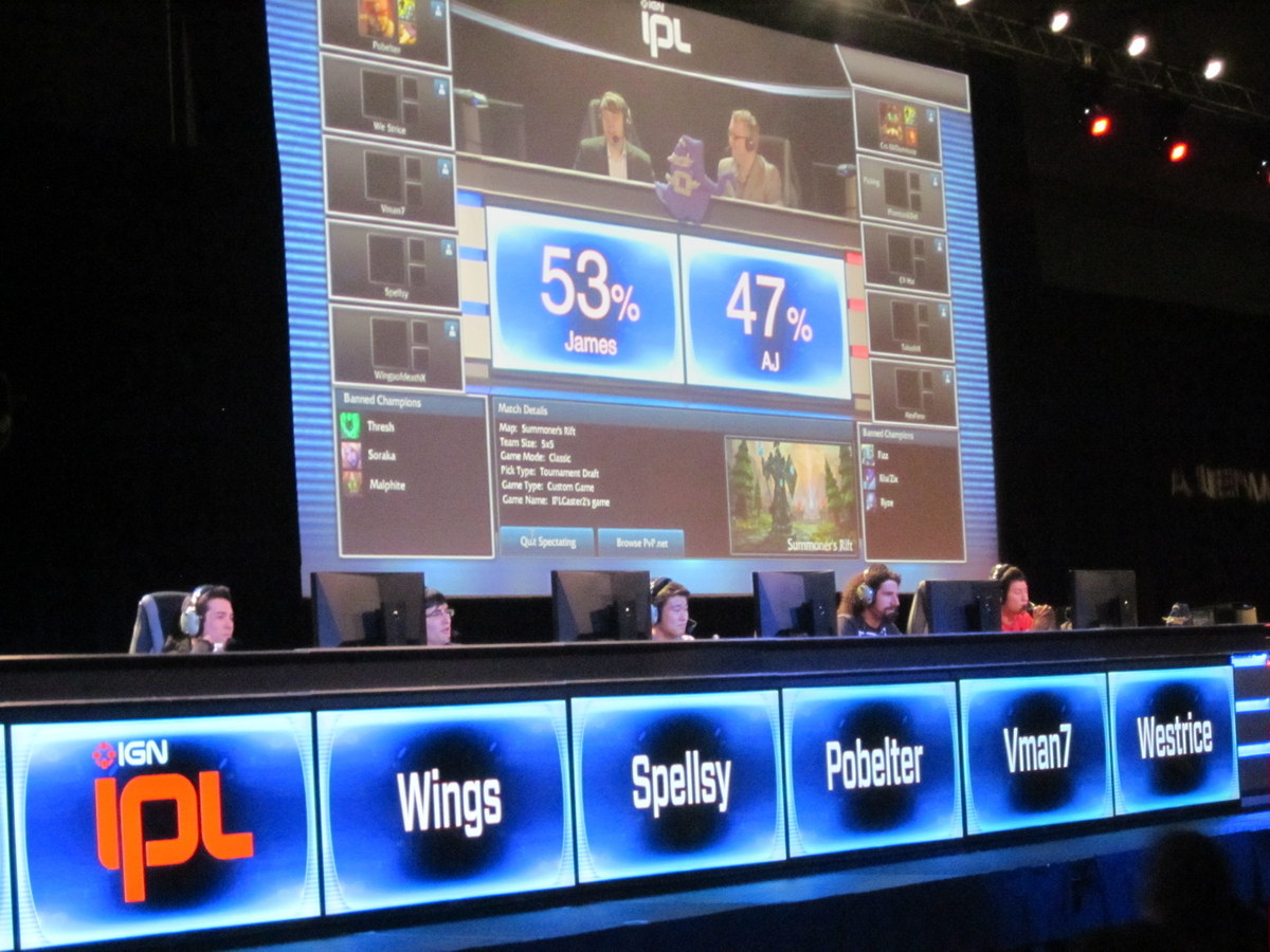 Competitive League of Legends in the Gaming Expo stage