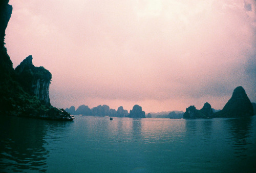 magicsystem:  Ha Long Bay Tour (by mayrpamintuan)