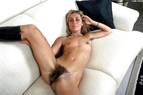 hairywomenrock:  Hot and Hairy!!! :)