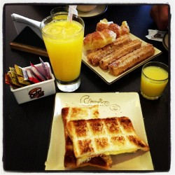 Yummy! Breakfast time! #yummyinmytummy #argentina #churrico #addme #travel #cold #comekeepmewarm #burrr #donthate #followme #iphone5 #foodporn #instafood #tagsforlikes #happy #heaven #imissyou #keepsmiling #life #lesbian #lesbiansofinstagram #perfect #tgif #sorrynotsorry  (at Churrico)