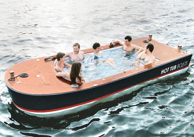 лодка с джойстиком
