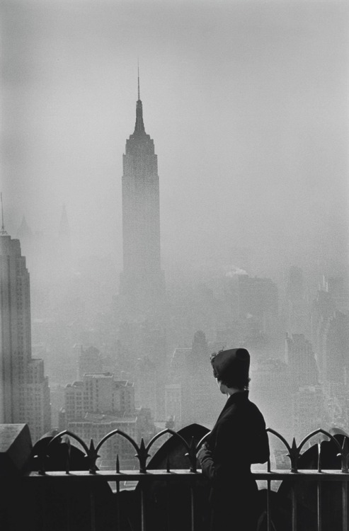 New York City (1955) – Elliott Erwitt (b.1928)