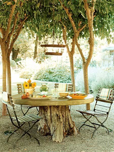 dyingofcute:  Inviting Tree Dining Space  I love a good bistro setting.