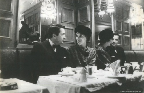 Gregory Peck and his wife in a Paris restaurant in 1959. Photo from Paris Match.