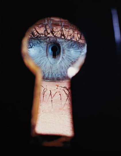mpdrolet:  Eye in Keyhole, New York, 1953 Irving Penn