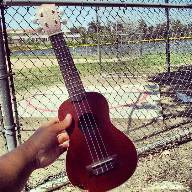 Learning how to play the ukulele while watching my teammates throw at DHS (: #bignner #newwbie #throwers  (at Diamond Bar High School)