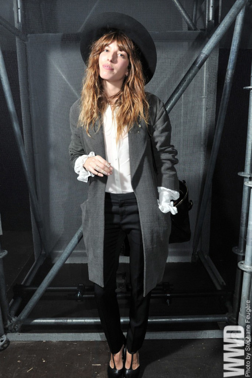 sinolia:  womensweardaily:  Lou Doillon Front Row at Saint Laurent  wooow, I loveeee Lou!