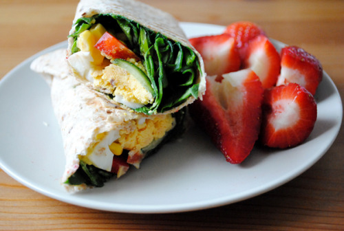 lexiisparks:  im-undone:  Lunch: whole wheat wrap with baby spinach, red bell pepper, cucumber, corn and hard boiled egg. Strawberries.  Yum.