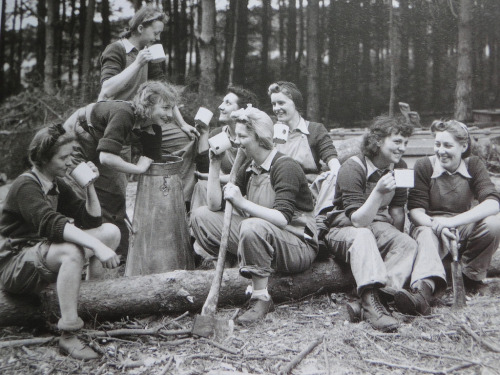 Lumberjills, aka The Women's Timber Corps (via)