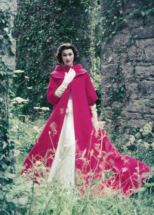 theniftyfifties:  Anne Gunning wearing an evening gown and coat by Sybil Connolly, Ireland, 1953. Photo by Milton Greene.
