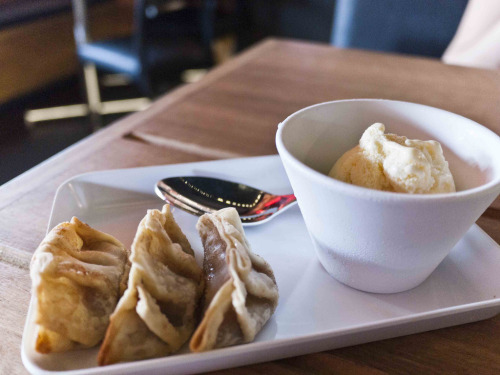 ilufood:  Apple gyoza with ice-cream