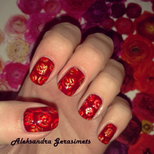 LA VIE EN ROSES #nails #nailart #nailartdesigns #beauty #nailartaddicts #nailpolish #nailove #nailartoohlala #naildecor #nailstagram #naillicious #nailaddicts #nailartofinstagram #naildesign #red #roses #flowers #designs #fashion
