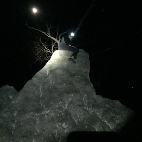 www.boulderingonline.pl Rock climbing and bouldering pictures and news Night time <H1>bouldering</H1> session at the Steal Bridge Boulder Field...
