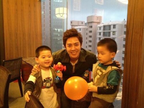 Ta-da! My nephews~ My cousin's kids r so cute n it's Jun's (left) bday! Sigh… They call me 산더삼촌 (Uncle Xander) ㅠvㅠ