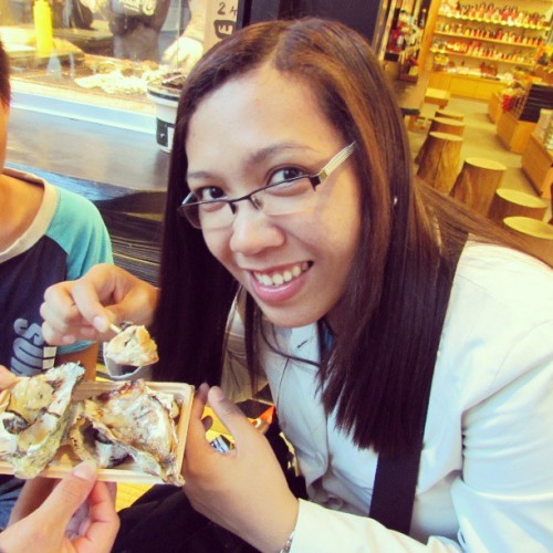 Tasted and tried eating oysters freshly catched from Miyajima Island. Delicious! #oishii #Japan #japanese #Hiroshima #Miyajima #oysters #grilled #homestay #fun #happy #igers #yummy #satisfied #Jica