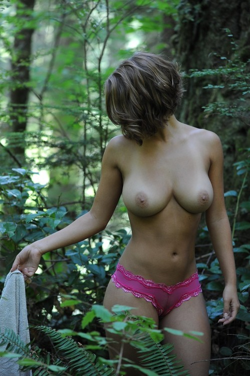 busty-oral-queens:  Follow me http://busty-oral-queens.tumblr.com/
