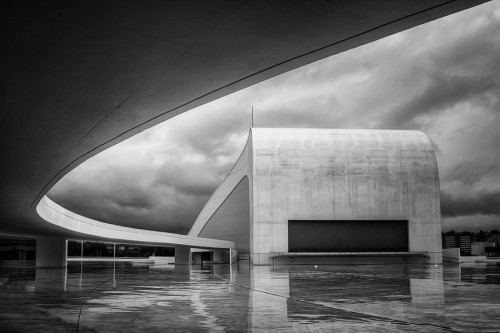 cjwho:  Niemeyer b&n by Isidoro M