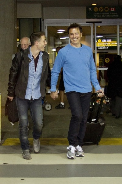 misha-bawlins:  bloggingbarrowman:  John Barrowman and Colton Haynes arriving @ Vancouver Airport 27/3/13 More pictures here (x)  Did they actually walk to the airport holding hands just to fuck with the paparazzi