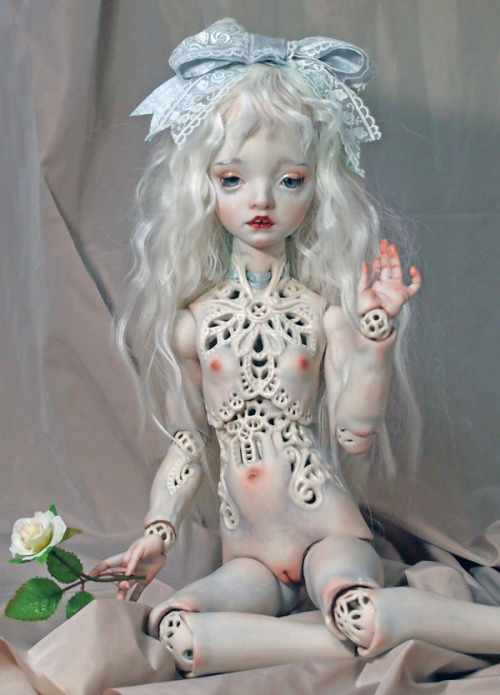 `White Dentelle` (54cm fine porcelain Marmite sue doll)