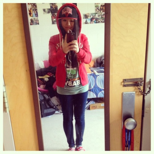 Loving the weather! #ootd #snapbacks #chicagobulls #red #vans #bubbleteababy #fantasticfam #instachill