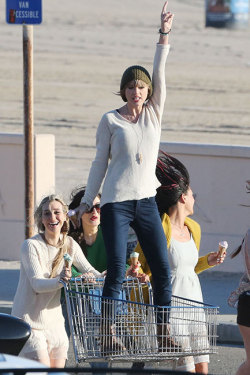 Taylor Swift on the set of her new music video in Malibu: http://www.hollywood.com/photos/misc/49112387/hot-photos-of-the-day#850424