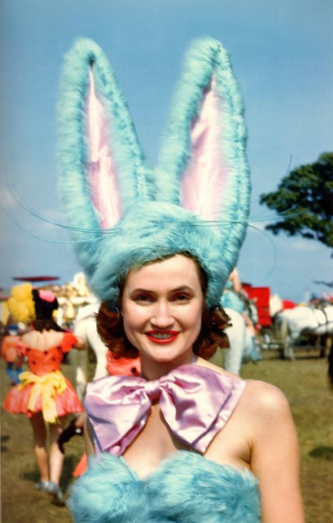 vintagegal:  Barnum and Bailey circus showgirl c. 1946 (x)   happy easter!