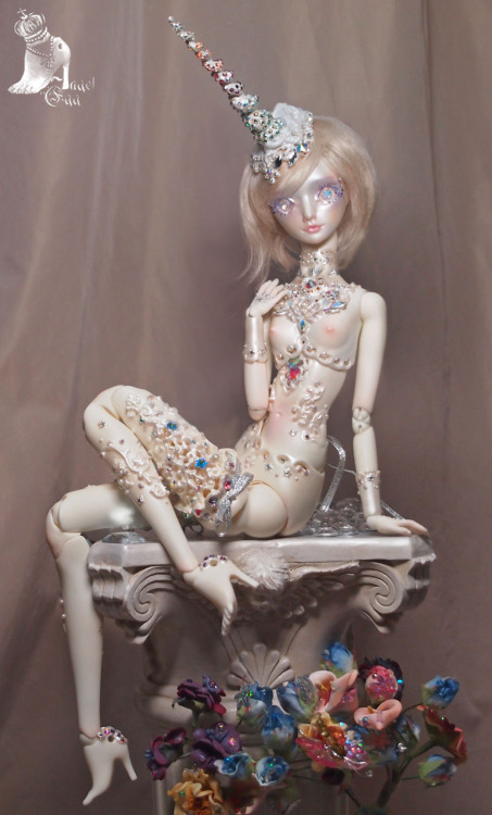 marmite-sue:  Aurora / Diamond Unicorn , a one of a kind resin cast AE doll with a limited Unicorn face for Jenny Fax Farm.  http://pickled.free.fr/index_en.html