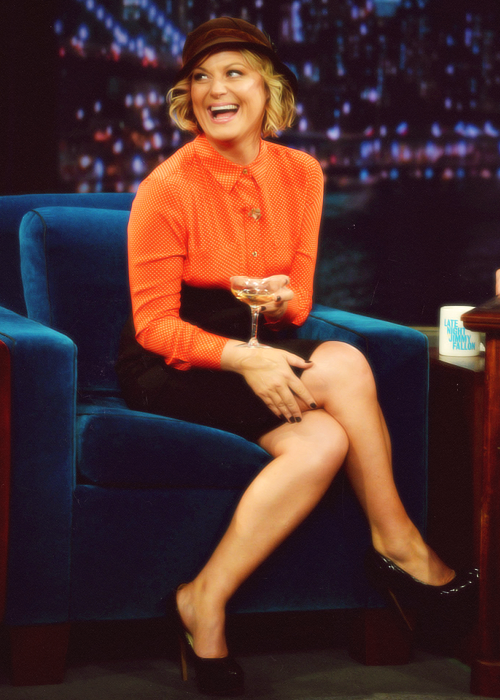 latenightjimmy:  We heart Amy Poehler! She hit 6B last night to talk about NYC, Boston, and running into Joe Biden.  [Image via mayawiig]  I heart Amy poehler