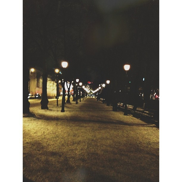 #oslo #norway #city #town #night #dark #light #snow #cold #winter #picoftheday #pictureoftheday #instagram  #hashtagmania #beautiful  (ved Nationaltheatret (T))