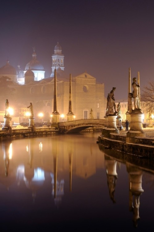 bluepueblo:  Foggy Night, Padua, Italy photo via joyce