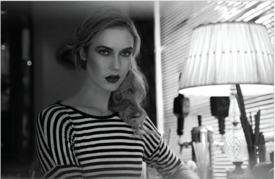 FELINA editorialModel: Sophie @wanted_models; Jewelery: @aileengc; Photographer : Carlos Golo @golodp; Make-up: @alanamelina; Styling by @morningmodeAt Felina Bar, Mexico City #fashion#photography#portrait#makeup#jewelry#jewellery#portrait photography#aesthetic#make-up#fashionphotography#fashion photography#beauty#models#model#autumn#fall#mexico#blonde #black and white  #black and white portrait