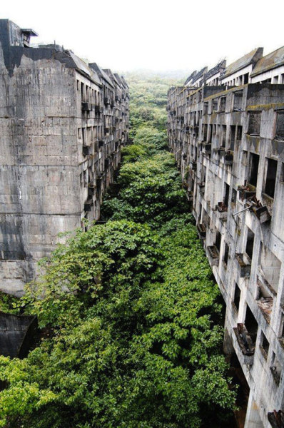 take-your-pants-0ff-please:  Abandoned City.