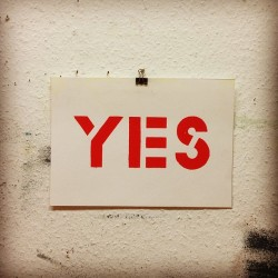#red #yes #silkscreen #siebdruck #berlin #studio #glaser #stencil #yokoono #typography #positive #affirmative #ya #si #sign by xpatrickthomas http://bit.ly/100kYlE