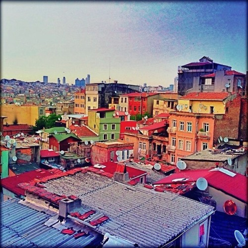 The colorful side of Taksim 🌈🌈🌈🌈 #instapic #instacool #instagood #instamood #instadaily #instagramturkiye #istanbul #taksim #photooftheday #photo #picoftheday #webstagram #cityscapes  (at Tarlabaşı)