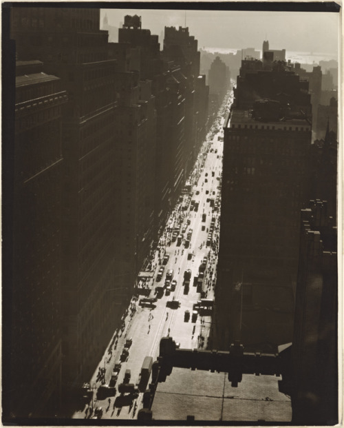 Seventh Avenue looking south from 35th Street, Manhattan, December 5, 1935  Berenice Abbott