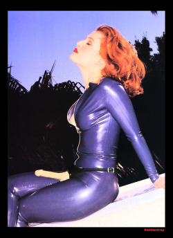 begforsomepegging:  Gillian Anderson strap on!