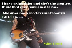 Mike Dirnt is being awesome!!!