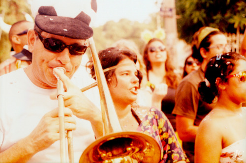Com a Boca no Trombone (by lomocouple)