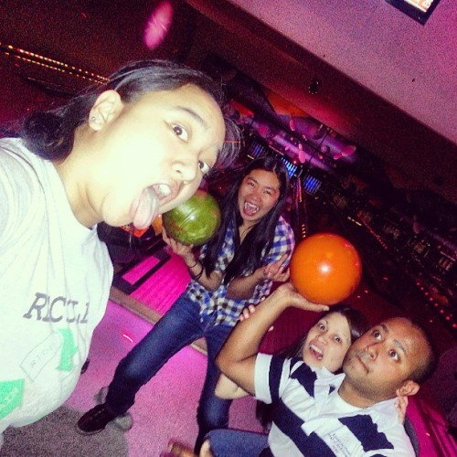 Bowling last night with the family. Razi looks like he's about to throw the ball at me while ateh mae & joy look scared. #bowling #family #pacificbowl #Shell  (at Pacific Avenue Bowl)