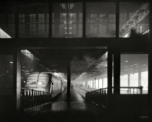 burnedshoes:  © Jack Delano, Jan. 1943, Chicago Union Station
