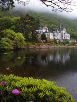 travelingcolors:  Kylemore Abbey | Ireland (by Jule Berlin)