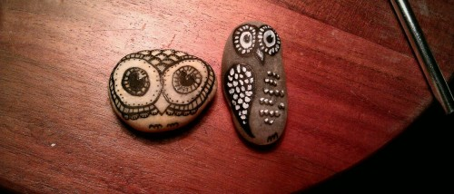 olivertwistherankle:  caiteveryday:  Made some stone owls… And a glass acorn for my rear view mirror … It's finals & I think I've lost it, sigh. Anyone want one?  THAT'S SO CUTE!  Do you want me to make you one??