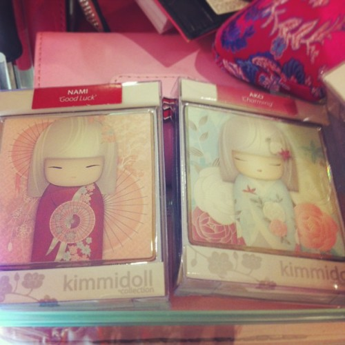 How cool is this magnetic mirrors ! #Japanese #dolls #magnetic #bag #mirrors #kimmidoll #Australia #cute #girly